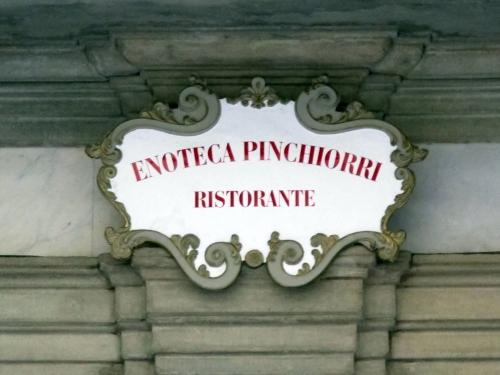 via_ghibellina_96_palazzo_jacometti_ciofi_insegna_enoteca_pinchiorri